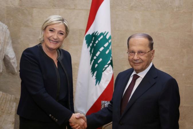 Le Pen rifiuta velo,salta incontro Mufti