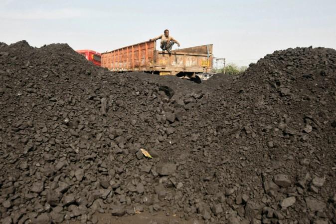 India crollo in miniera di carbone: oltre 50 persone rimaste intrappolate