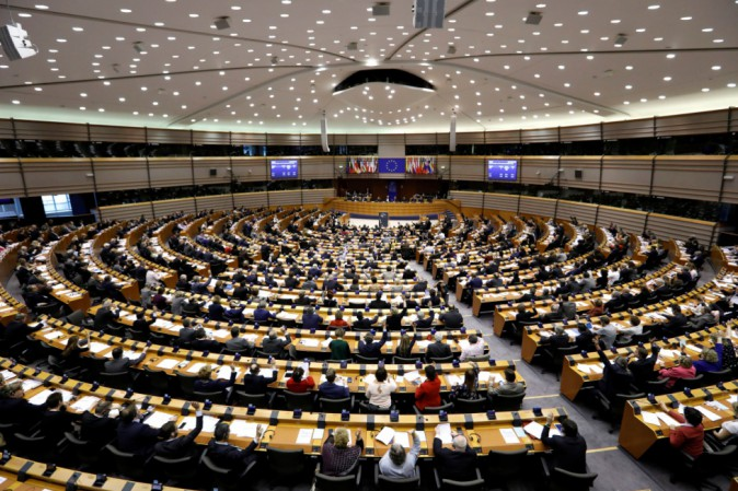 Parlamento Ue chiede reintroduzione visti per cittadini Usa