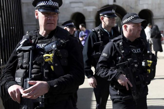 Attacco a Londra rivendicato dall'Isis. Attentatore di Birmingham noto agli 007