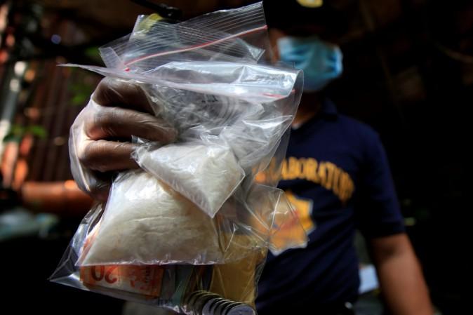 Guerra alla droga nelle Filippine, 300 agenti sospettati di traffico illecito
