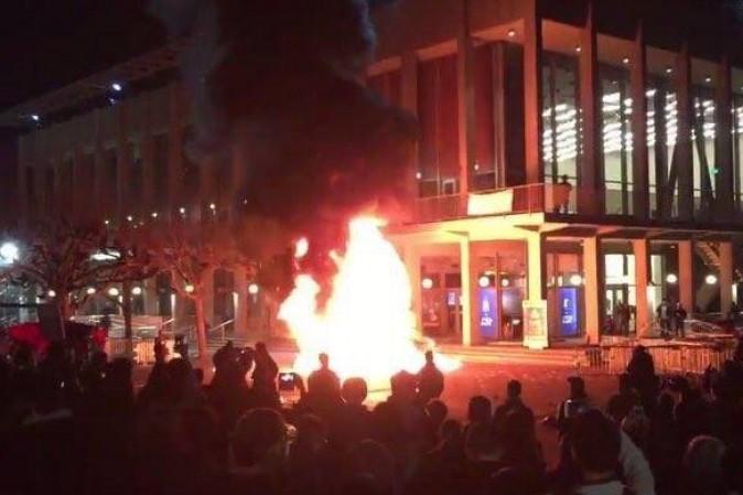 Violente proteste a Berkeley contro il provocatore Yiannopoulos