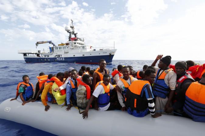 Scafisti fermati per sbarco di 409 migranti a Catania