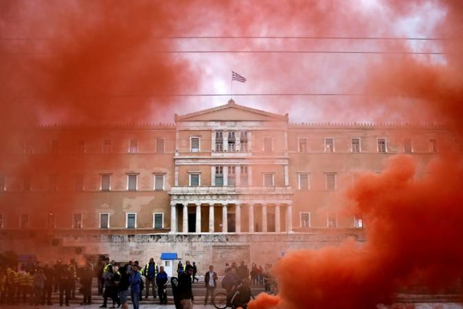 Grecia, Tsipras cede alla Troika e a Berlino: nuove misure di austerità