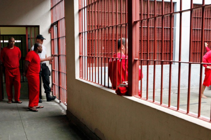 Brasile, guerra tra gang in carcere: detenuti decapitati e arsi vivi
