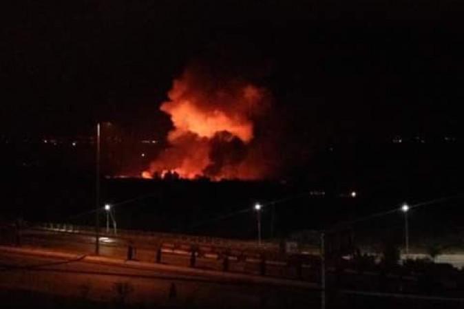Siria, Israele bombarda base aerea. Damasco minaccia ritorsioni