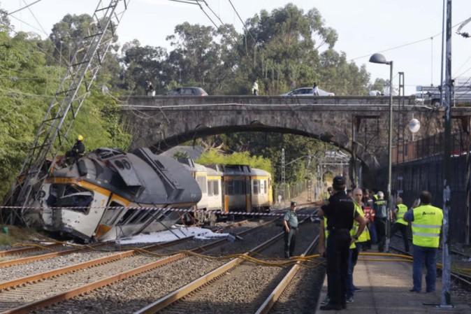 Spagna, treno deraglia in Galizia, almeno 4 morti e diversi feriti