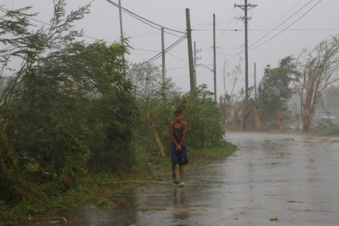 Meteo: FILIPPINE, il tifone Nock Ten spazza l'isola. VITTIME