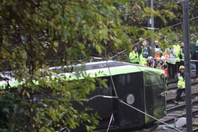 Londra, deraglia tram a Croydon: cinque morti e almeno 50 feriti