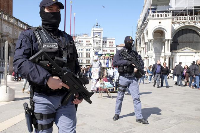 Strage nizza indagini sui legami tra killer e isis 20 italiani dispersi