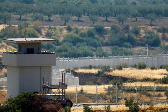 La Turchia sta costruendo un muro lungo i 900 chilometri del confine con la Siria