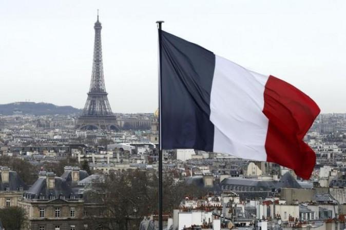Parigi: scontri e aggressioni al comizio di Marine Le Pen del FN