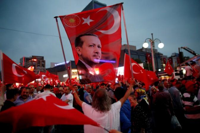 Referendum Turchia, l'opposizione chiede l'annullamento del risultato