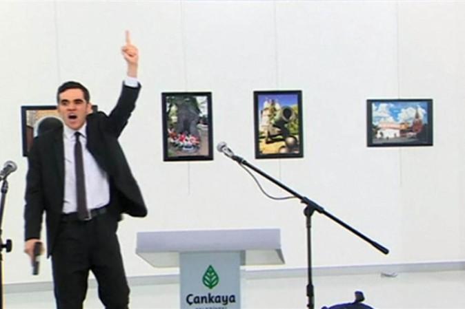 Ambasciatore russo ucciso a Ankara.