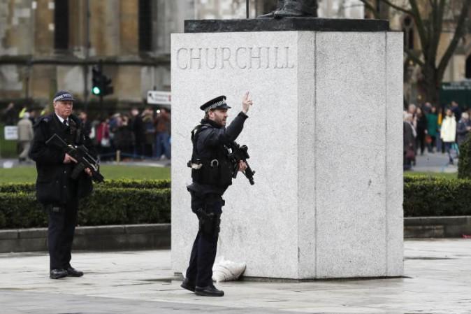 Londra, spari al Parlamento