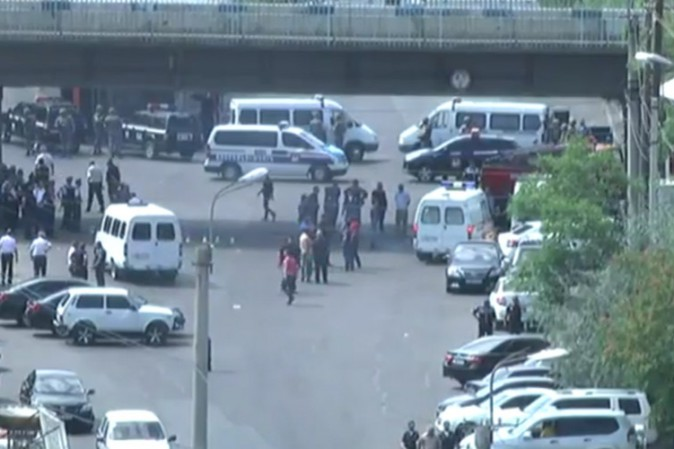 Armenia, gruppo armato per le strade della capitale: un morto, diversi feriti