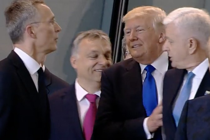 https://s3-eu-west-1.amazonaws.com/cdn.thepostinternazionale.it/files/uploads/video-trump-spinge-premier-montenegro-orig_main.jpg