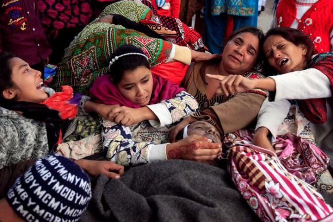 Pakistan:strage festa Natale,32 morti per liquore adulterato