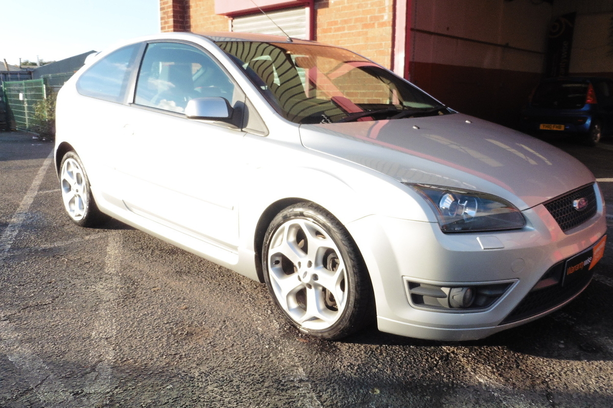 Ford Focus 2.5 SIV ST-2 3dr - Very Low Mileage - Not Modified