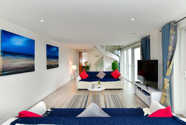 Another great Penthouse to add to our collection - Meridian Quay, Duplex