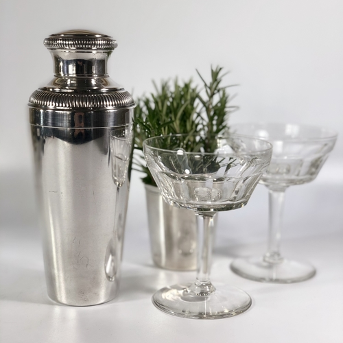 Excellent Art Deco silver plated cocktail shaker