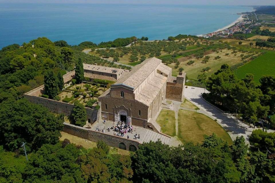 Seaside Abbey, Abruzzo