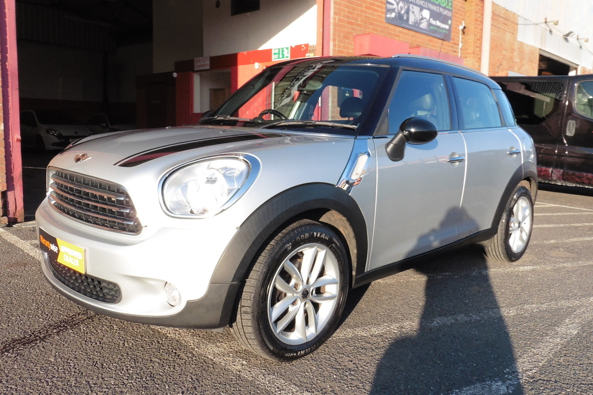 MINI Countryman 1.6 Cooper D 5dr - Bluetooth - DAB Radio - Half Leather