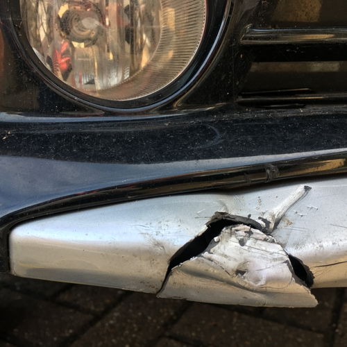 "Toyota Prius ""mashed"" front lower bumper sill"
