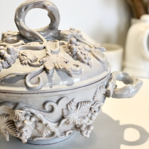 Glazed French trailing vine tureen and lid