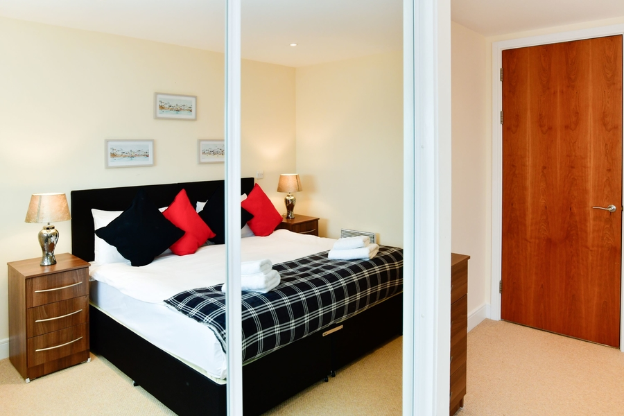 Meridian Quay - Prime Location Overlooking the Bay - 4 Star  1 Bedroom
