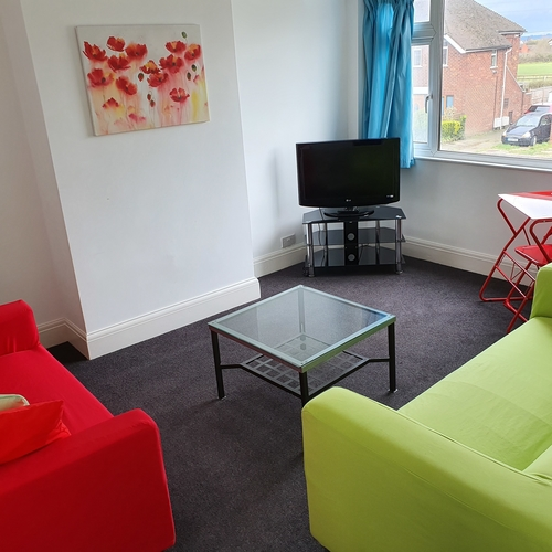 Light & Airy 2 Bedroom Apartment With Garden & Parking, Elmfield Avenue