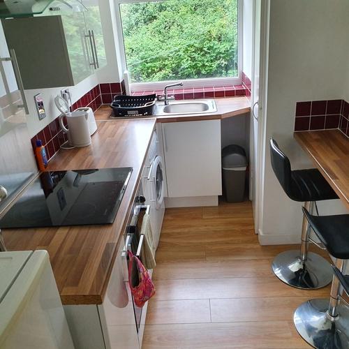 Lansdown Castle Drive ground floor apartment For 3 Nr cheltenham Railway Station