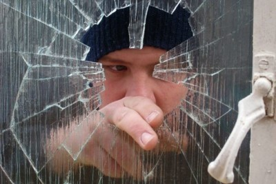 A burglar taking a chance