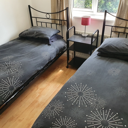 Carter Road 3 Bedroom Contractors Self-catering Accommodation, 5 single beds !