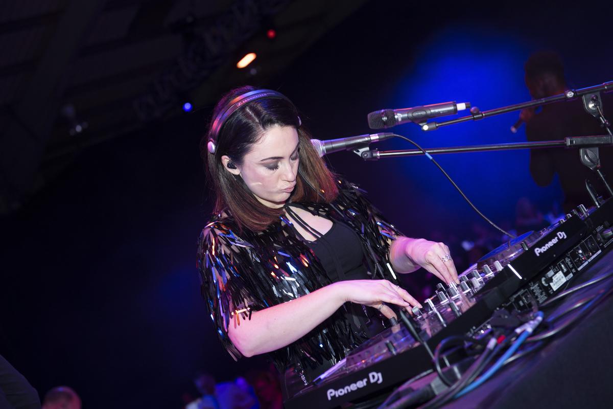 Unison DJ live