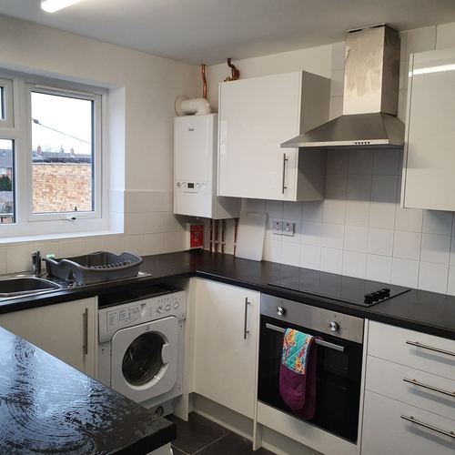Elm Close, Tewkesbury Road, 3 bedroom flat in Cheltenham
