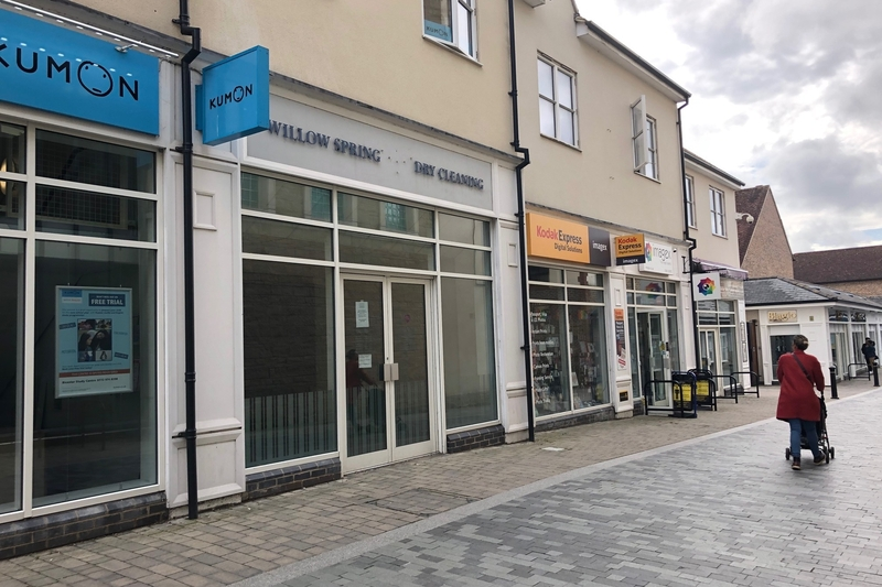 Retail Unit - Bicester - 810 sq.ft (75.25 sq.m.) - TO LET