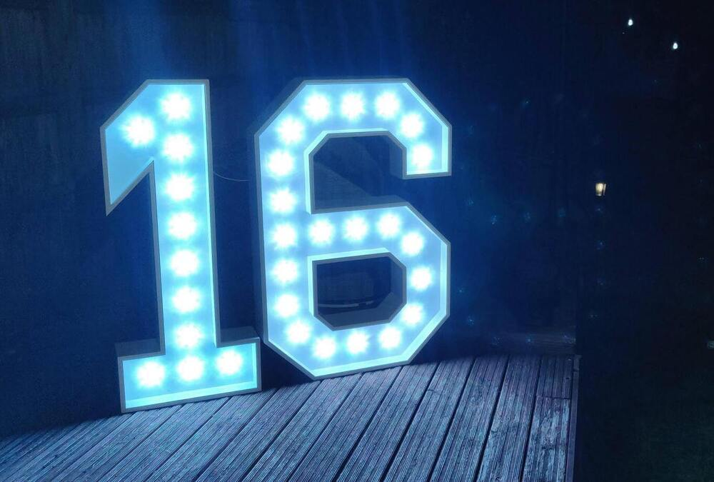 Light Up 16 Numbers