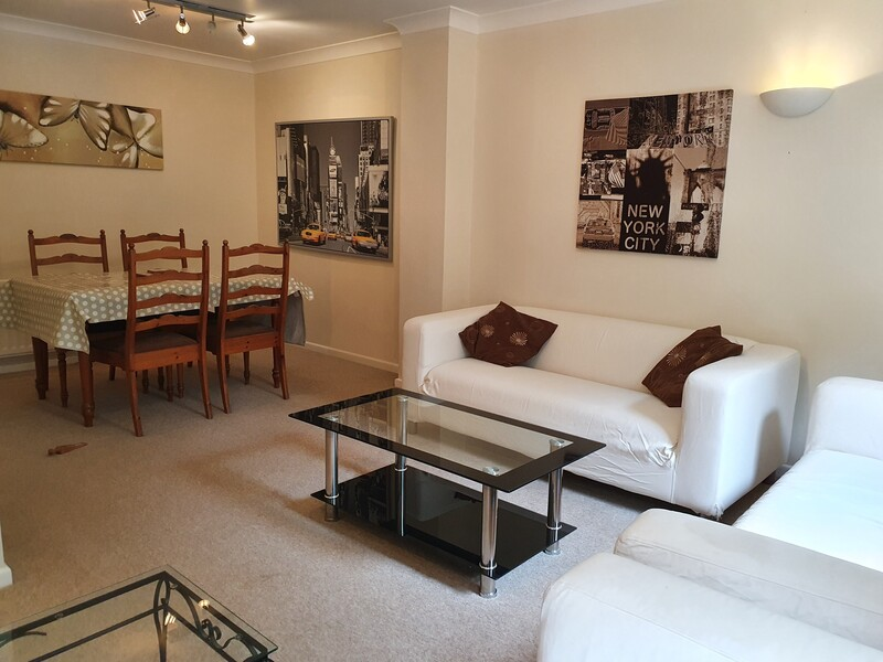4 bedroom, 3 bathroom, self-catering holiday home in Cheltenham near Pittville Pump rooms, Pittville Park and the racecourse