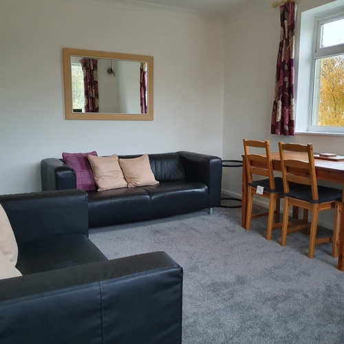 Walk to The Railway Station,Lansdown Castle Drive 2 bedroom Apartment For 3