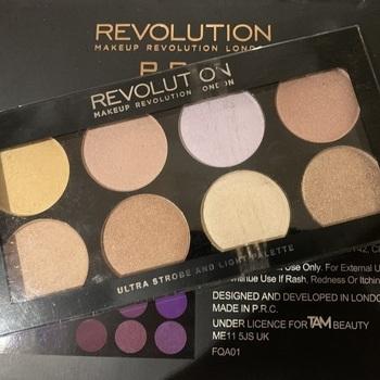 REVOLUTION Ultra Strobe And Light Palette