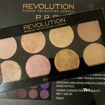 REVOLUTION Blush Palette
