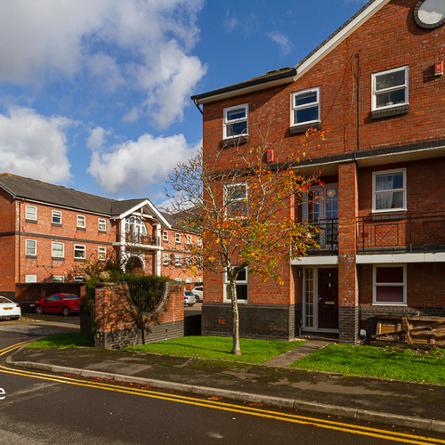 ROXBY COURT CARDIFF BAY FURNISHED THREE BEDROOM TOWNHOUSE