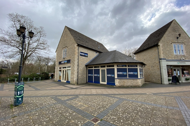 Retail Unit - Witney - 1817 sq.ft. (168 sq.m.) - TO LET