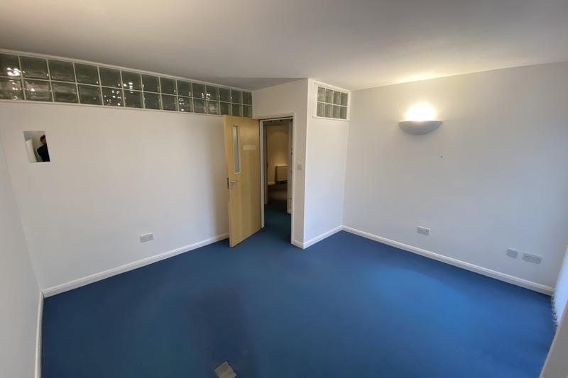 Office/D1 Unit (medical & healthcare) - Garsington, Oxford - 1054 sq.ft. (97.9 sq.m.) - TO LET