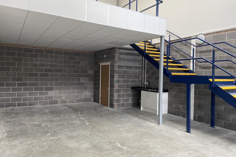 New Industrial/Warehouse Unit - Witney - 1023 sq.ft. (95.08 sq.m.) - TO LET