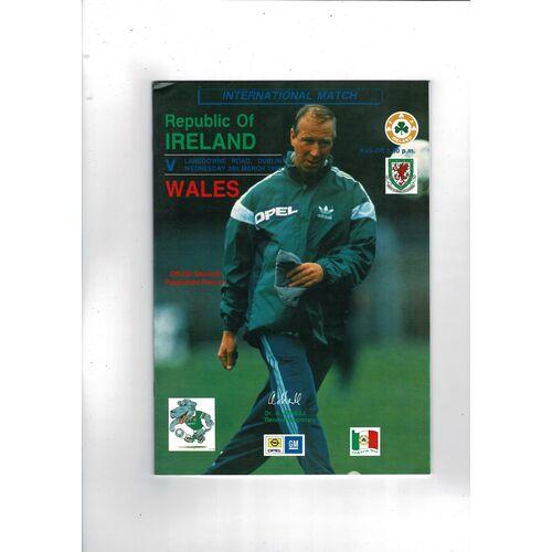 1990 Republic of Ireland v Wales Football Programme