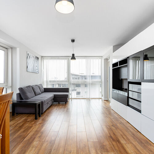 CENTURY WHARF CARDIFF BAY FURNISHED ONE BEDROOM APARTMENT WITH BALCONY