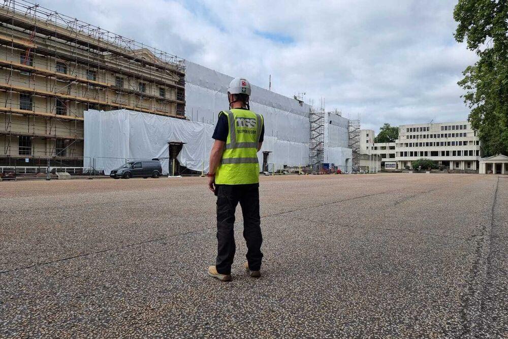 Wellington Barracks – Removal of 7000 m2 Textured Coating