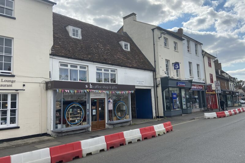 Retail Unit - Bicester - 683 sq.ft. (63.46 sq.m.) - TO LET